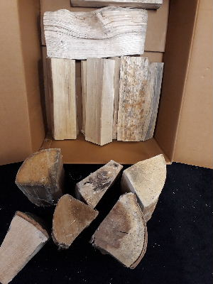 sample box, kiln-dried, hardwood, medium, split, firewood